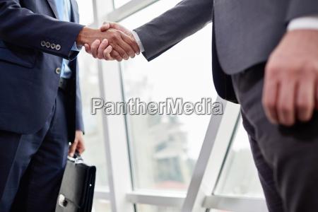 apreton de manos de los socios