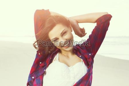 mujer mujeres adolescente playa la playa