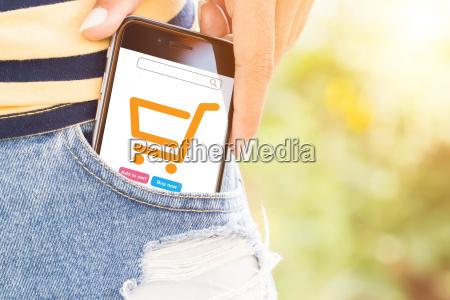 telefono en bolsa facilmente concepto de