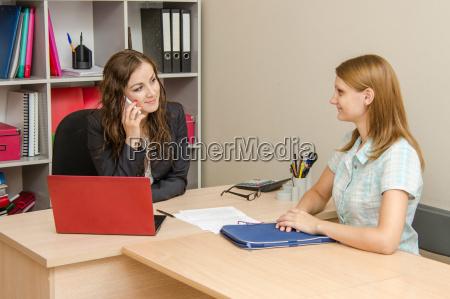 mujer conversacion telefono portatil computadoras computadora