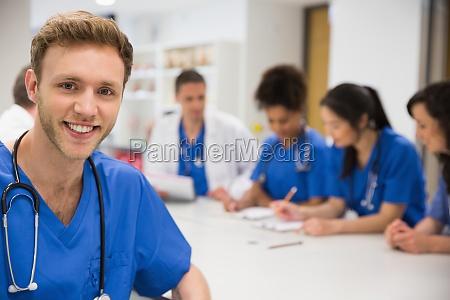 medico mujer conversacion hablar hablando habla