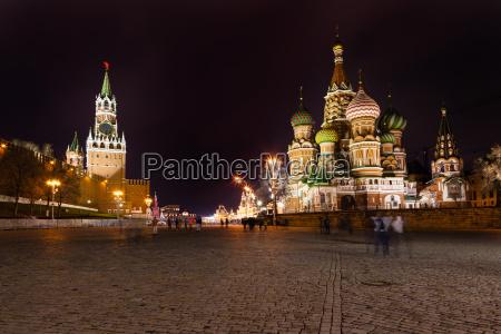 torre spasskaya del kremlin y catedral