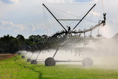 sistema de irrigacion de movimiento lateral