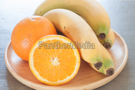 frutas sanas con naranjas y platanos