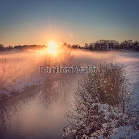 paisaje del invierno con mirada del
