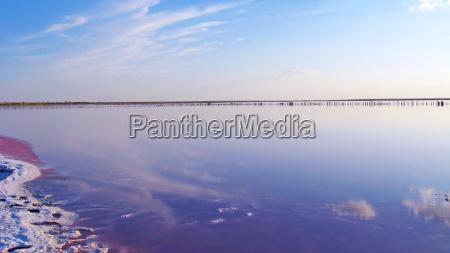 paisaje con mar salado en sivash