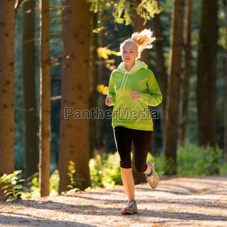 mujer movimiento en movimiento salud ocio