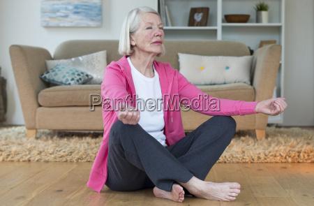luz relajacion dama femenino sentir jubilacion