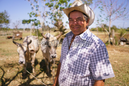 retrato happy man farmer at work