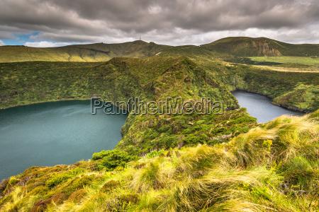 paisaje de las azores con lago