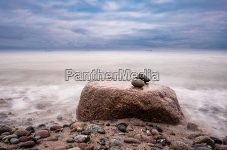 piedras en la costa baltica