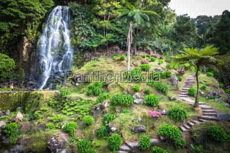 cascada famosa en la isla de