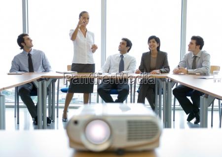 colegas de negocios que tienen reunion