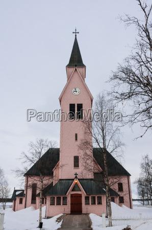 iglesia con brillo de madera en