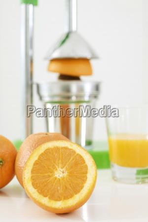 elaboracion de zumo de naranja recien