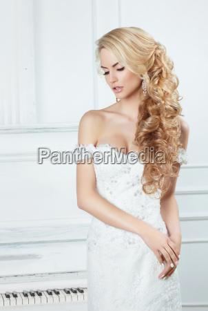 retrato de la novia con largas