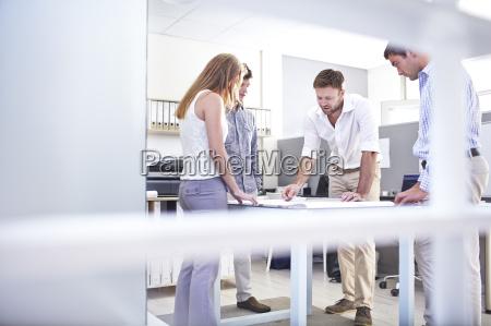 cooperacion negocios trabajo mano de obra