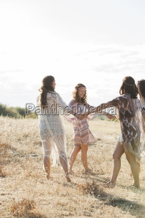 amistad campo caucasico europeo libertad feminidad