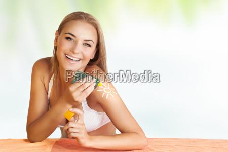 mujer verano veraniego curtido cuidado de