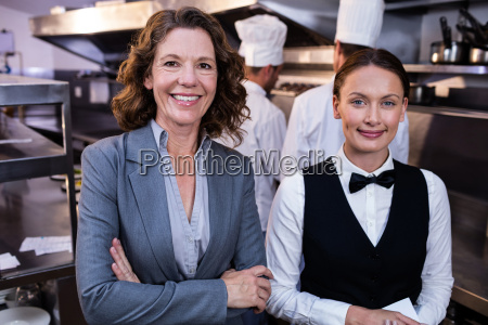 mujer restaurante risilla sonrisas hermoso bueno