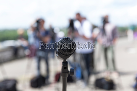 microfono conferencia de prensa