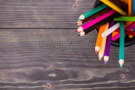 lapices de colores de la papelera