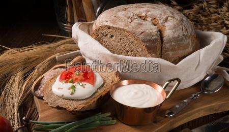 comida pan crema polonia tomate fresco