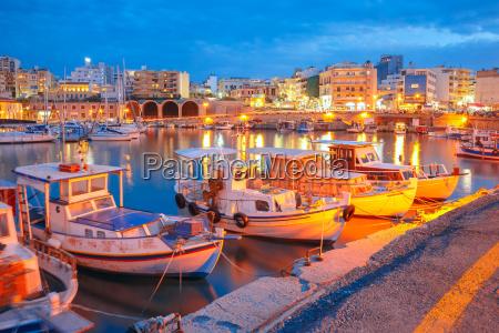 noche puerto antiguo de heraklion creta