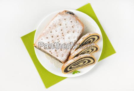 sliced poppy seed roll