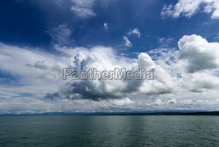 nube de agua dulce lago agua