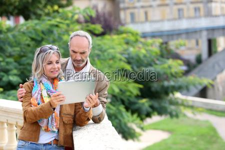 los turistas mayores que buscan informacion