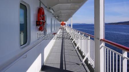 noruega costa fiordo escandinavia crucero barandilla