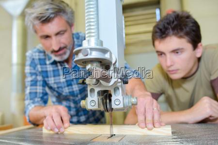 aprendiz de carpintero de ensenyanza para