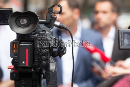 conferencia de prensa periodismo