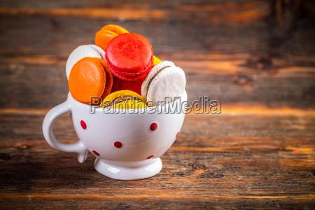 macarons franceses en taza