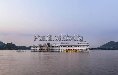 the lake palace udaipur rajasthan in