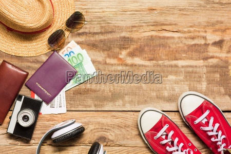 los accesorios de viaje y prendas