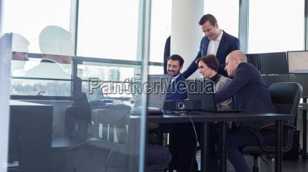 equipo de negocios que trabaja en