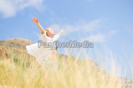 libero felice donna che gode del