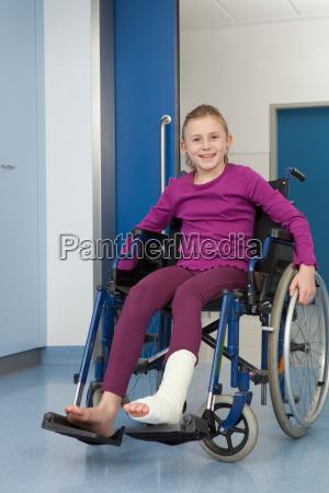 silla de ruedas risilla sonrisas corredor