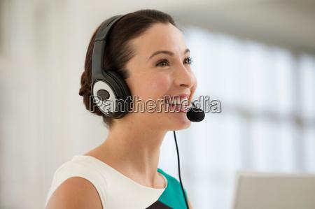 mujer oficina femenino comunicacion negocios trabajo