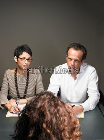 entrevista perpendicular negocios trabajo mano de