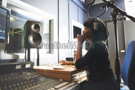mujer musica sonido femenino ver concentracion