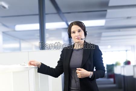 mujer oficina femenino retrato posicion negocios