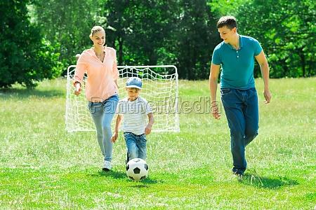 juego juega pelota encantado feliz alegre