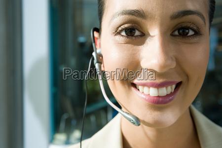 mujer risilla sonrisas secretario femenino retrato