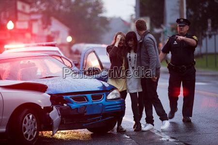 mujer femenino masculino coche carro vehiculo