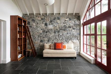orden piedra moderno pared sofa etiquetas