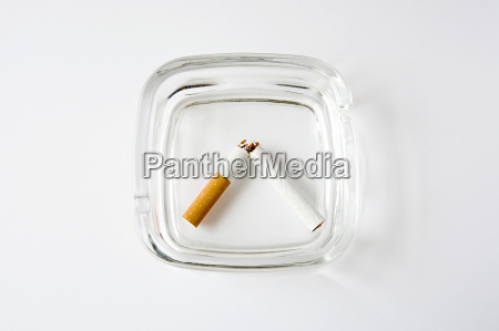 cigarrillo peligro inclinacion roto cenicero tabaco