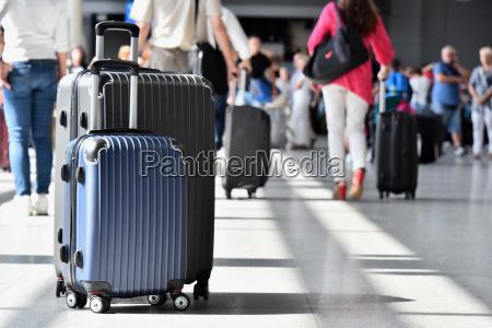 dos maletas de viaje de plastico